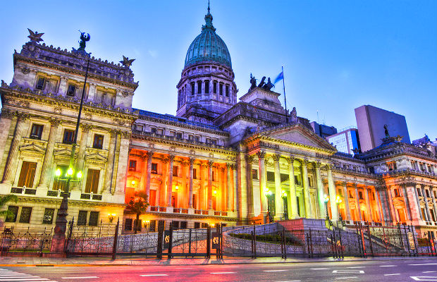 ve-may-bay-di-Argentina-5-10-2016