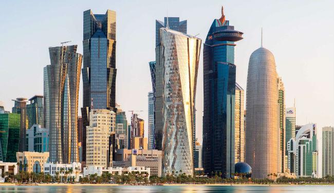 ve may bay di qatar gia re