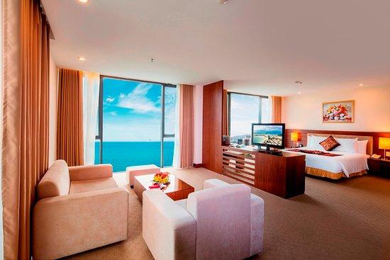 Phòng cao cấp tại Phòng deluxe khách sạn Mường Thanh Grand Nha Trang